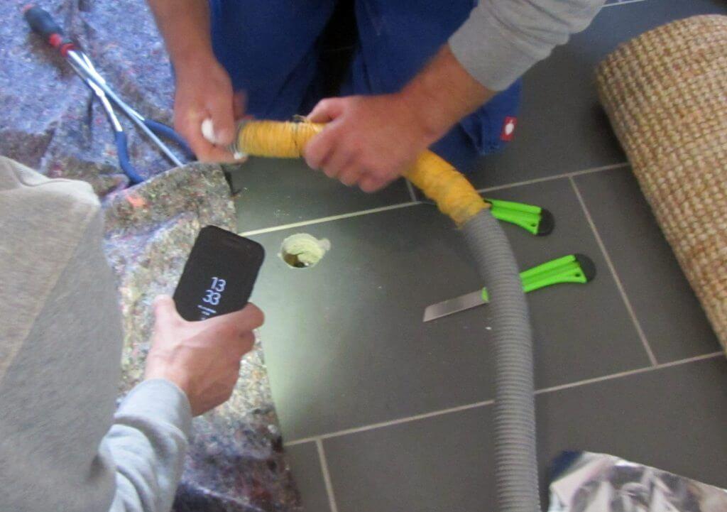 Erstellung einer Kontrollöffnung im Fußbodenaufbau – I-O-K