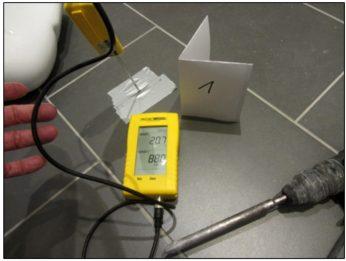 Klimamessung im Fußboden mithilfe eines Thermohygrometers - I-O-K Oliver Klar